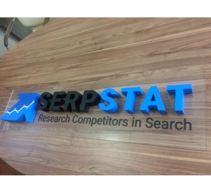 Объемные буквы на прозрачной основе для Serp Stat
