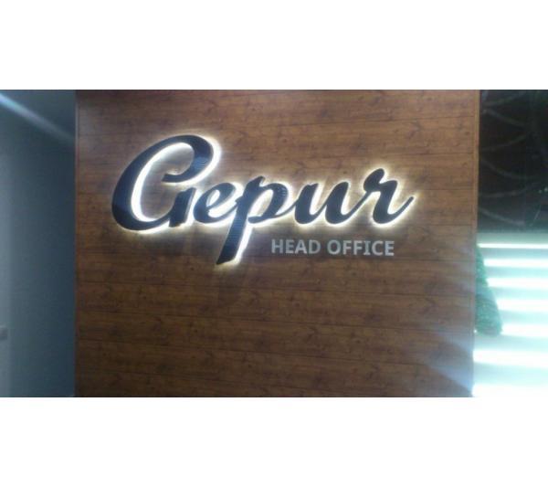 Наружная реклама в виде объемных буквы Gepur