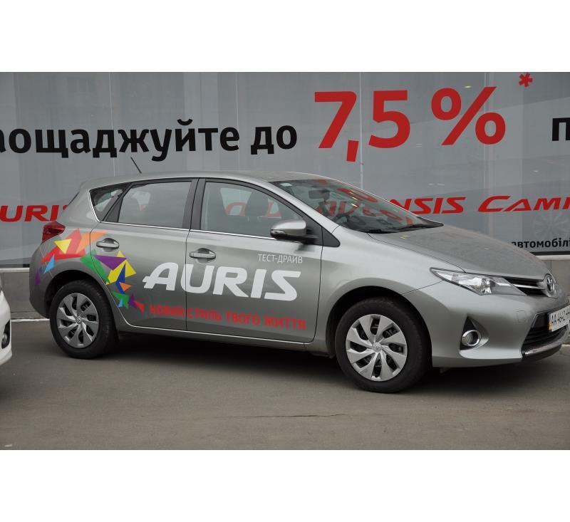 Реклама на авто для Toyota