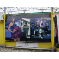 Яркая витрина детского магазина